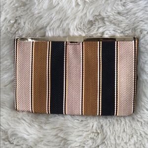 Neutral color clutch